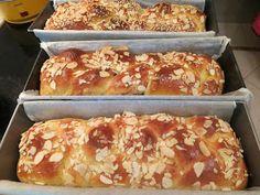 Ζουζουνομαγειρέματα: Τσουρέκια φανταστικά, Πάσχα 2018 Easter Projects, Hot Dog Buns, French Toast, Deserts, Bread, Breakfast, Recipes, Food, Basel