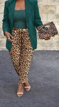 20 style tips on how to wear printed pants Casual Work Outfits, Mode Outfits, Fall Outfits, Fashion Outfits, Womens Fashion, Work Attire, Weekly Outfits, Work Fashion, Curvy Fashion