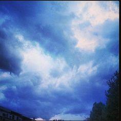"""Thunder in the sky #thunder #lightning #clouds #sky #rain #storm #wet #scary #nature #amazing #beautiful #wonderful #onweer #nat #dark #darkclouds #regen…"""