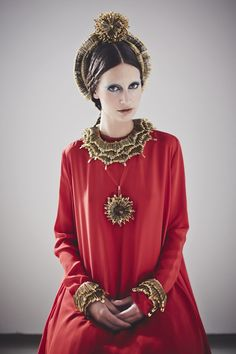 Sorcha O'Raghallaigh safety pin couture « Outi Les Pyy Fashion Art, Womens Fashion, Fashion Design, Fashion Events, Little Red Dress, Altered Couture, Russian Fashion, British Fashion, Fancy Dress