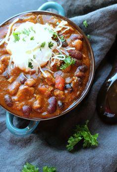 Healthy and Hearty Slow Cooker Turkey Chili | gardeninthekitchen.com