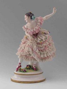 Values for LARGE VOLKSTEDT LACY DANCER FIGURINE: Blue under glaze mark on base. Porcelain Doll Costume, Porcelain Doll Makeup, Porcelain Dolls For Sale, Porcelain Dolls Value, Porcelain Jewelry, Fine Porcelain, Porcelain Ceramics, Dresden Porcelain, China Tea Sets