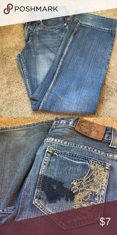 Men's 29/30 Helix bootleg  jeans. Lots of life left in these! Helix men's boot cut jeans with decorative stitching on back. A tiny bit of wear on the bottom hem but no holes, stains or fraying. Helix Jeans Bootcut