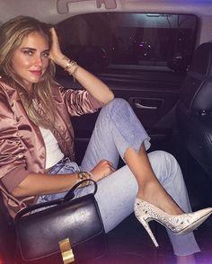 WEBSTA @ chiaraferragni - Night out in @chiaraferragnicollection bandana heels 👌🏻 #AmericanDays #ChiaraFerragniShoes #ChiaraFerragniCollection