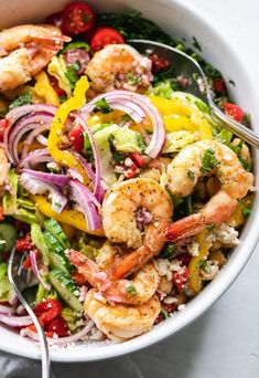 Mediterranean Chopped Salad with Lemon Garlic Shrimp Mediterranean Chopped Salad with Lemon Garlic Shrimp is the ultimate, flavor-packed, loaded salad. Shrimp Salad Recipes, Chopped Salad Recipes, Salad With Shrimp, Seafood Salad, Clean Eating Snacks, Healthy Eating, Lemon Garlic Shrimp, Healthy Recepies, Snacks Sains