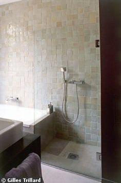 Une touche de couleur dans la salle de bains