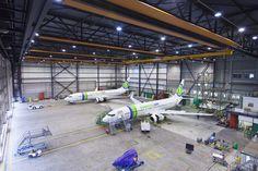 SGI Aviation in hangar. Fotografie verzorgd door Reclamebureau Holland. Regie: Jochem Albrecht.