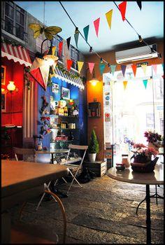 Creperie La Rue http://inventandobaldosasamarillas.blogspot.com.es/2014/04/dulces-con-aire-vintage.html