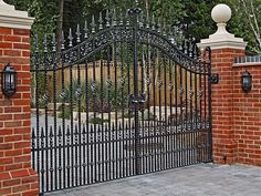 Our traditional driveway and estate gates are designed to suit any style of property. You'll be sure to finding your perfect gate at North Valley Forge. Wrought Iron Driveway Gates, Gates And Railings, Front Gates, Entrance Gates, House Gate Design, Door Gate Design, Garden Entrance, House Entrance, Wrought Iron Gate Designs