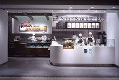 Soup Stock Tokyo & Tokyo Roux コレド日本橋店 | spinoff Juice Cafe, Soup Bar, Casual Restaurants, Counter Design, Woks, Fast Food Restaurant, Shop Layout, Restaurant Interior Design, Booth Design