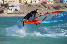 @niclasnebelung auf dem Wasser bei bestem Wind.  Frischen Wind für dein Equipmemnt gibt es jetzt auf Surfer-world.com!  https://surfer-world.com/  #summer #sea #water #waves #wind #windsurfing #surferworld