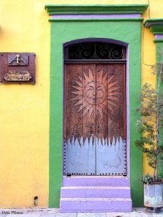 """""""Sunny"""" door in Oaxaca, México"""