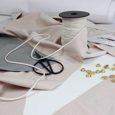C R E A T I V E  C H A O S | Es wird fleißig an euren Bestellungen gearbeitet!  #workinprogress#creativechaos#chaos#atelier#workshop#palepink#bag#backpack#turnbeutel#picoftheday#sissors#grey#gold#design#vegan#handmade#selfmade#sewing#gymbag#slowfashion#style#streetstyle#fashion#baglover#table#work#minimal#Simple#minimalism#pastel