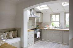 Kitchen loveliness - lovingly repinned by www.skipperwoodhome.co.uk