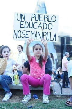 Un pueblo educado no se manipula.