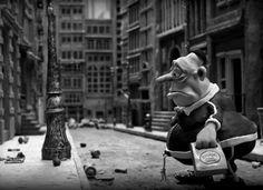 """""""A vida de todo mundo é como uma longa calçada. Algumas são bem pavimentadas, outras, têm fendas,   cascas de banana e bitucas de cigarro."""" (Mary e Max)"""