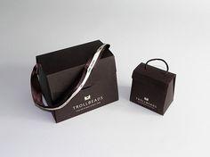 Uma embalagem linda e versátil , com um berço interno podemos adapta-la para qualquer setor. Relojoarias , joias, brigaderias etc... Alem de não ocupar espaço quando armazenada. Uma ótima ideia, venha conhecer e tomar um café conosco. See you!
