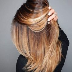 You can never go wrong with ombre hair when you're looking to give yourself a complete makeover. Take your hair on a wild adventure with these sassy ombre hair ideas. Feathered Hairstyles, Cool Hairstyles, Cinnamon Hair, Coiffure Hair, Short Hair Styles, Natural Hair Styles, Beautiful Hair Color, Hair Color And Cut, Hair Highlights