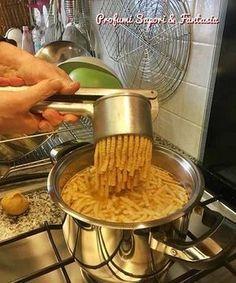 Passatelli Romagnoli in Brodo East Dessert Recipes, Desserts Menu, Pasta Recipes, Soup Recipes, Best Italian Recipes, Italian Pasta, Italian Foods, Italian Desserts, Fresh Pasta