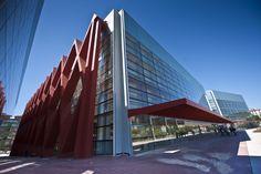 El Museo de la Evolución Humana fue inaugurado el 13 de julio de 2010 por la Reina Doña Sofía y está emplazado en Burgos. Es obra del arquitecto Juan Navarro Baldeweg y en su interior se pueden ver los fósiles originales hallados en los Yacimientos de Atapuerca. Además, sus cuatro plantas explican la evolución humana de forma global