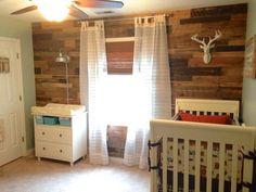 Pallet wall kid's room