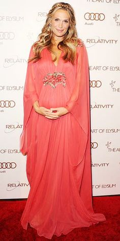 Pregnant Molly Sims looking gorgeous and goddess-y on the red carpet -- check out the gallery for more model maternity style.