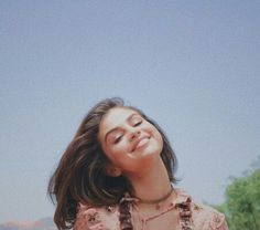 So cute ❤ pin 🍃 lelegirll 🍃 Estilo Selena Gomez, Selena Gomez Fotos, Selena Gomez Style, Khloe Kardashian, Pretty People, Beautiful People, She Was Beautiful, Kim Taehyung, Marie Gomez