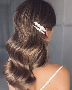 Your hair is long or short, you know that each model will look very stylish. Here are 39 Fab Bridal Hair Style Ideas For Every Lenght! Prom Hairstyles For Short Hair, Princess Hairstyles, Long Curly Hair, Loose Hairstyles, Bride Hairstyles, Fashion Hairstyles, Kids Wedding Hairstyles, Model Hairstyles, Short Bridal Hair