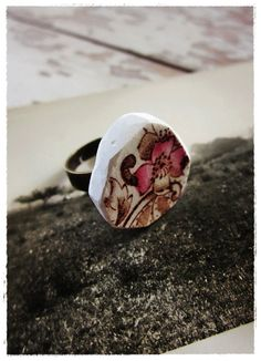 the like spinning plates ring. repurposed vintage china jewelry by bee vintage redux. (www.beevintageredux.etsy.com)