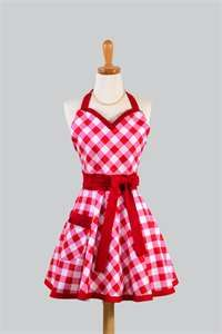 gingham apron-I love this! I have so many patterns for old-fashioned aprons. I wanna make some!