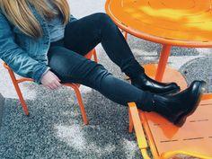 Martens 2976 Smooth Leather Chelsea Hi Top Black Dr. Martens, Doc Martens Chelsea Boot, I Love Fashion, Women's Fashion, Dr Martens Outfit, Chelsea Boots Outfit, Bootie Boots, Ankle Boots, Martens Style