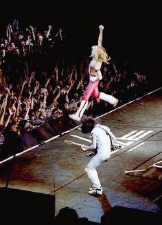 Eddie_Van_Halen_David_Lee_Roth_Jumping_1980_Invasion_tour