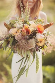 Wilder Brautstrauß für eine Hippie-Hochzeit #Bohemian #Vintage #Orange #Bridal #Bouquet #Bride #Wedding