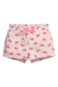 Patterned jersey shorts: Shorts in cotton jersey with elastication and a decorative bow at the waist with a frill trim at the top and side pockets.