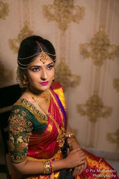 Green and red silk kanchipuram sari.Braid with fresh jasmine flowers. South Indian Bride, Indian Bridal, Kerala Bride, Bridal Blouse Designs, Saree Blouse Designs, Bridal Looks, Bridal Style, Elegant Makeup, Hindu Bride