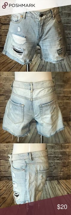 Forever 21 Ripped Jean Shorts Forever 21 ripped light wash jean shorts, Good condition Size: 26 or 4 100% cotton Forever 21 Jeans