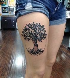 The tattoo of the tree of life is a very deep and personal symbol. How about give some inspirations to create a tattoo that is your face? Tree Thigh Tattoo, Floral Thigh Tattoos, Oak Tree Tattoo, 4 Tattoo, Tattoo Life, Tribal Tattoos, Mommy Tattoos, Family Tattoos, Friend Tattoos