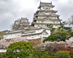Japanese castles are among the most unique castles that you will find anywhere on the planet. This uniqueness has a lot to do with their designs.