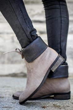 Chic lace-up boots made of super soft leather, for a versatile modern look. These ankle boots have a single leather shoelace and can be worn in six different ways - loose at the top, rolled at the sides, and much more. Unique slouch boots that will look great with any winter outfit. Great leather booties for running around the city, day to night. Mid Height (18.5 cm / 7.28'') . Leather Shoelace Wrap . Comfortable Stacked Heel (2 cm / 0.78'') . Chic Mocha Brown Boots. Made of 100% Genuine…
