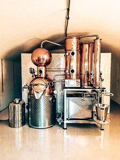 Op bezoek bij Tolmann's Distillery Tonic Water, Distillery, Gin, Coffee Maker, Kitchen Appliances, Home Decor, Coffee Maker Machine, Diy Kitchen Appliances, Coffee Percolator