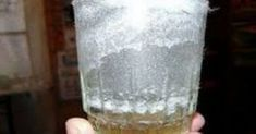 Read this article and find out how to use a glass of water, grain salt, and vinegar for removing negative energy from your house. Deep Cleaning Tips, House Cleaning Tips, Cleaning Hacks, Holistic Remedies, Home Remedies, Natural Remedies, Water Retention Remedies, Toenail Fungus Remedies, Removing Negative Energy