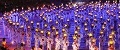 8月15日と16日は山鹿市で山鹿灯籠まつり  沢山の女性が頭に灯籠をのせて踊るあの祭りです あの灯篭一見すると金属でできているように見えるんだけど実は和紙と糊で出来ているいわゆるペーパークラフトなんだよ そしてこの灯篭はびっくりするほど軽くて疲れない 灯篭を作る人は灯籠師さんって呼ばれていて昔からの技術を守り受け継いでいるんだって   tags[熊本県]