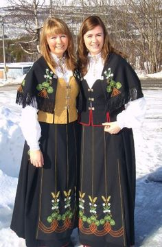 Vakre Ofotenbunad! Don't know the pritty ladies but they sure look nice in the beautiful bunad!