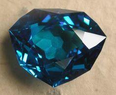 """FRANCE_Diamant bleu dit """"Grand Bleu de France"""" de Louis XIV, 115,24 carats -reproduction-"""