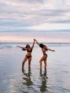 Kendall Jenner shows off her figure in a racy black swimsuit in Cannes Beach friends photography friends Photos Bff, Best Friend Photos, Best Friend Goals, Friend Pics, Bff Pics, Cute Beach Pictures, Cute Friend Pictures, Beach Pics, Beach Sunset Pictures