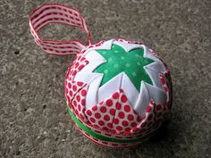 Free Pattern – Quilted Christmas Ornaments (no sew) with a VIDEO ... : quilted xmas ornaments - Adamdwight.com