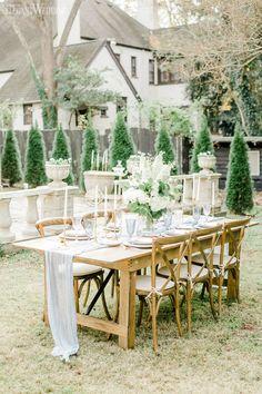 ChinoiserieA Hot Trend InWeddings | ElegantWedding.ca Table Setting Inspiration, Head Tables, Wedding Place Settings, Event Venues, Chinoiserie, Wedding Centerpieces, Rustic, Table Decorations, Hot