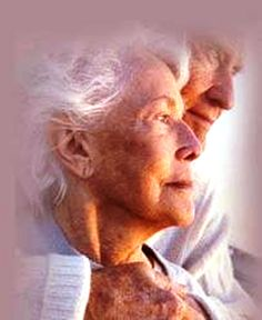 Growing old does not always mean being less healthy. There are numerous natural beauty treatment methods available, as well as simple physical fitness, to help keep young. Older Couples, Mature Couples, Couples In Love, Vieux Couples, Growing Old Together, Old Faces, Lasting Love, Love Never Dies, Photo Couple