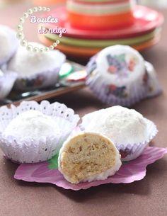 Boules de neige…C'est un gâteau de mon enfance très facile à faire parfumé aux graines de sésame grillées et à l'Eau de fleur d'oranger.Très fondant à la bouche… Ingrédients: 250g de beurre ramolli 120g sucre 3 oeufs 1 sachet levure chimique 1 sachet sucre vanillé 500 à 700 g farine Une poignée de graines de …