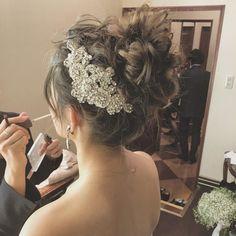 こういう写真を撮れるのは、パートナーのメイクさんがいて、プランナーさんがいて、キャプテンさんがいて、介添えさんがいて、他のたくさんの人が1つの仕事を支えてくれてるからこうやって写真を撮らせてもらえる時間ができる。 当たり前ではないといつも感じます^ ^ 本当にありがとうございます^ ^ Something Old, Church Wedding, Weeding, Bridal Hair, Wedding Hairstyles, Hair Styles, Instagram Posts, Fashion, Engagement
